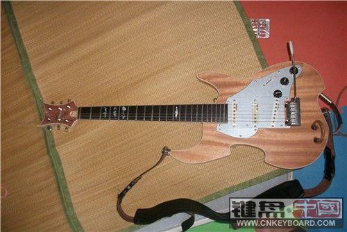 我自己设计制作的电吉他换合成器   当然也有一些缺陷的,毕竟我手工